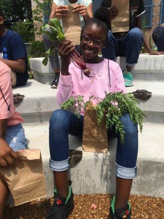 Holding beet _Summer Garden 7.10 (22)